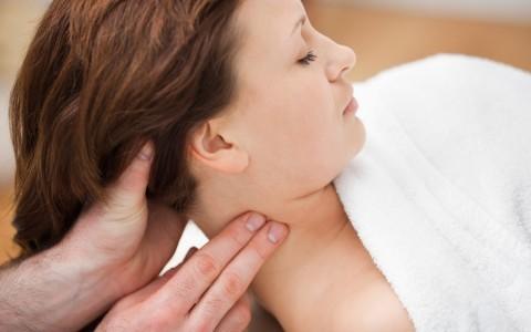 Przeprowadzanie terapii czaszkowo-krzyżowej