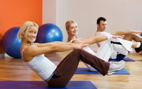 Jak dobrać właściwy trening brzucha na siłowni?