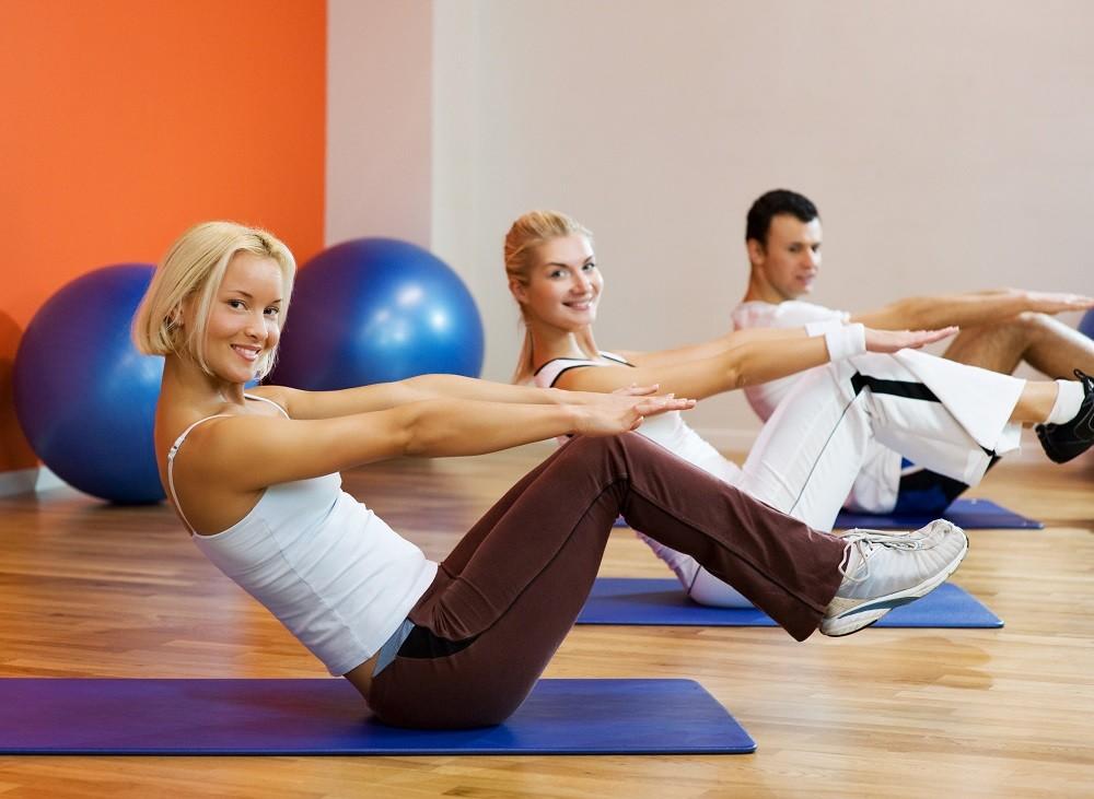 trening brzucha na siłowni