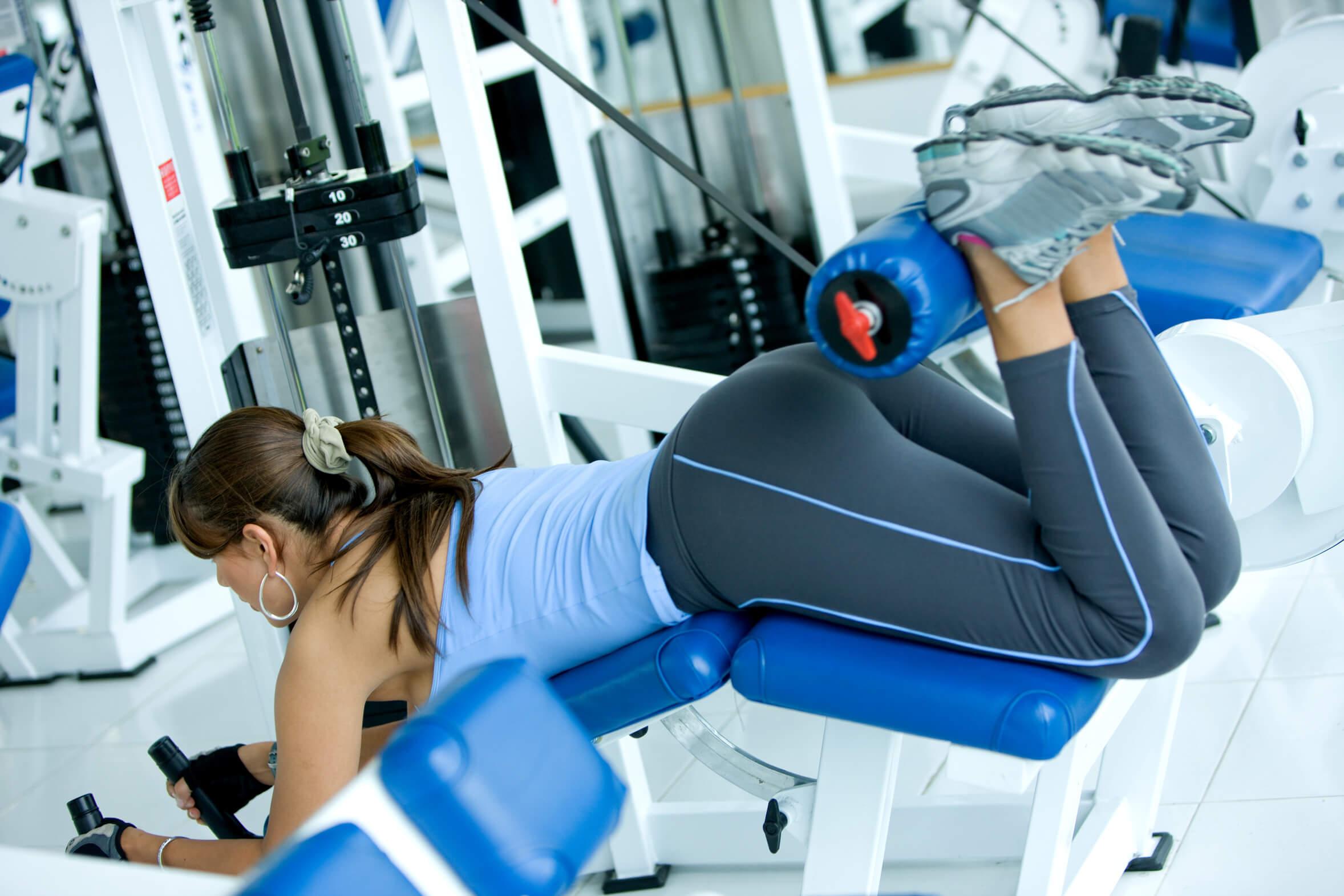 ćwiczenia na siłowni bez obciążania kręgosłupa