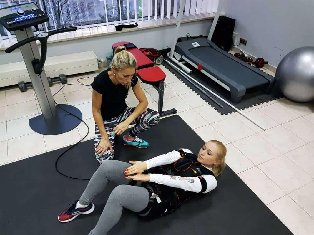 kobieta na treningu EMS