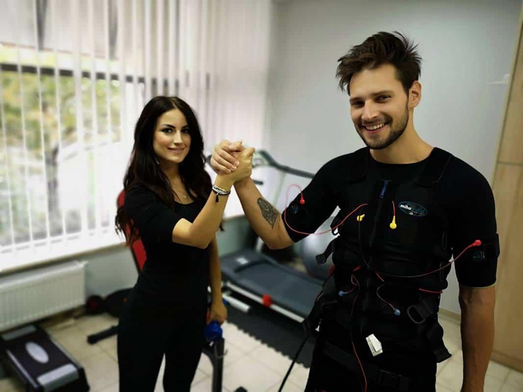 zadowolony uczestnik treningu EMS